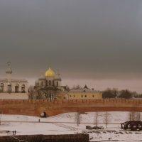 Вид на Звонницу и Софийский Собор с моста. :: Татьяна