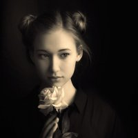 С розой... :: Анна Корсакова