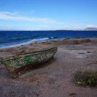 Заброшенная лодка. Остров Агистри (Греция). :: Нелли Семенкина