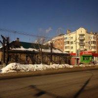 Последний деревянный дом на улице :: Peripatetik