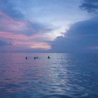 cолнце ушло, но море не отпускает... :: liudmila drake