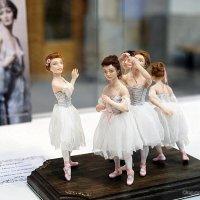 застывшие на мгновение музы-куклы :: Олег Лукьянов