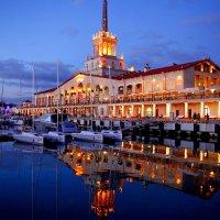 Морской вокзал в Сочи. Вечерние краски. :: Элина Любицкая (Одинова)