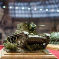 Миниатюрный танк :: Дмитрий Коноплев