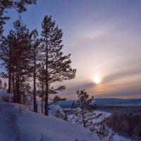 Склон, река и солнце :: Анатолий Иргл