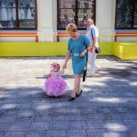 Дамы на прогулке. :: Вахтанг Хантадзе
