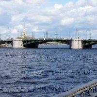 Вид на Петропавловский собор и Биржевой мост с набережной Макарова :: Елена Павлова (Смолова)