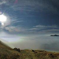 весенним туманом покрыто море и прибрежние холмы :: viton