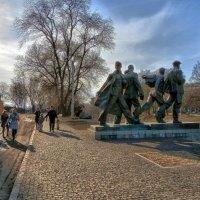 НазваниеПамятник бойцам студенческого батальона Харьковского университета :: Сергей Данилов