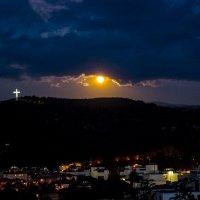 Луна и крест :: Karolina