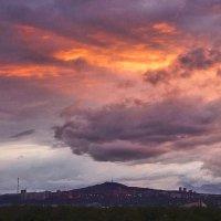 Грозовой закат над сопкой :: Екатерина Торганская