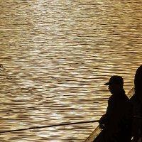 Дзен рыбака с набережной :: Екатерина Торганская