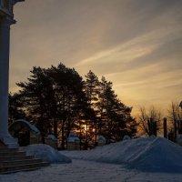 Утро на церковном дворе :: Константин Земсков