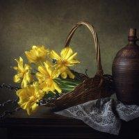 Весенний натюрморт с тюльпанами :: Ирина Приходько