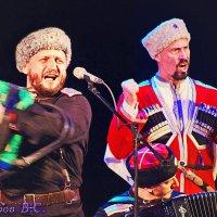 Как живём, так и поём! :: Виктор Никаноров