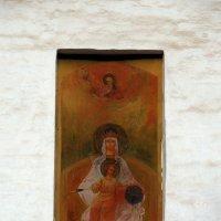 Образ Богородицы Державной на стене Казанской церкви. :: Александр Качалин