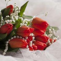 Тюльпаны и бусы :: Анна Городничева