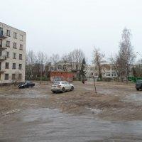 март, грязь, город :: Михаил Жуковский