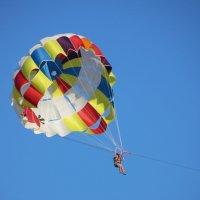на парашюте над морем. :: ВАЛЕНТИНА ИВАНОВА