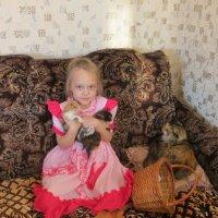 Таня и котята. :: ВАЛЕНТИНА ИВАНОВА