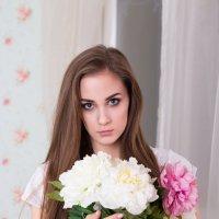 Девушка с цветами :: Valentina Zaytseva