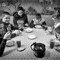 Завтрак в сельской школе :: Юрий Храмутичев