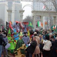 Ещё  минута и  начнется  праздничный парад!Зрители аплодируют в нетерпении ! :: Виталий Селиванов