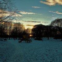 Войти в парк на закате... :: Sergey Gordoff