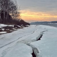 На волге, нежная палитра мартовского утра :: Николай Белавин