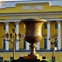 Порфировая ваза... :: Sergey Gordoff