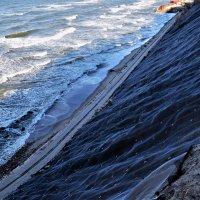 Укрепление береговой зоны :: Марина