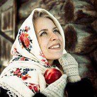 Девушка с яблоком :: Екатерина Потапова