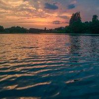 Последние лучи над озером :: Александр Березуцкий (nevant60)