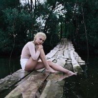 Девушка на озере :: Лилия Будаева
