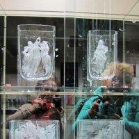 Автопортрет на выставке стекла :: Татьяна Манн