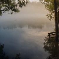 Утро. Лодка в тумане :: Елена Баскакова