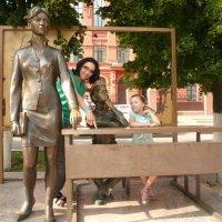 Памятник первой учительнице :: Galina Belugina