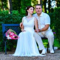 Жених с невестой на прогулке :: iv12