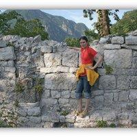 На развалинах древнего храма Х-ХI в. :: Tata Wolf