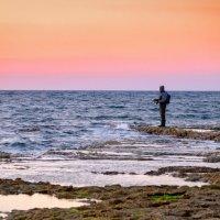 Рыбак на закате :: Илья Зускович