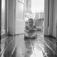 На деревянном полу :: Михаил Онипенко