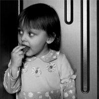 Самые вкусные конфеты - это когда никто  не видит... :: Валерия  Полещикова