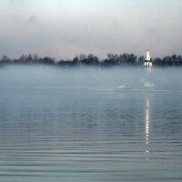 Март, туман над Волгой :: Николай Белавин