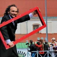 Взгляд художника на мир через красную раму :: Александра Романова