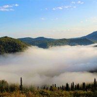 Зыбкое озеро тумана :: Сергей Чиняев