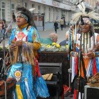 Индейцы в городе :: Михаил Битёв