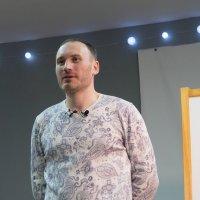 «Человек-лампочка» готов нести свет людям :: Edward Metlinov