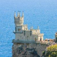 Крым. Замок «Ласточкино гнездо» :: Алексей Ларионов