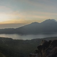 Встречая рассвет на вершине вулкана Батур :: Марина Мудрова