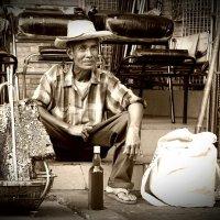 Торговец мёдом. Тайланд. :: Юрий Кийко